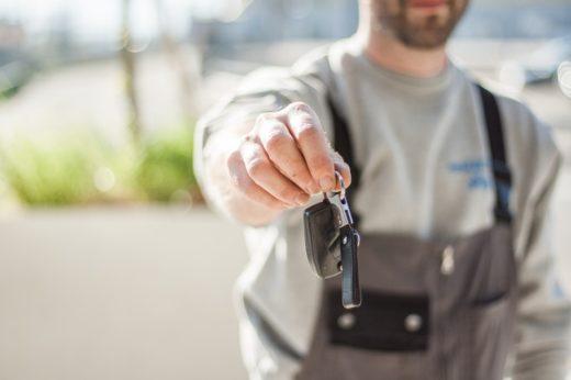 zakres obowiązków elektryka samochodowego